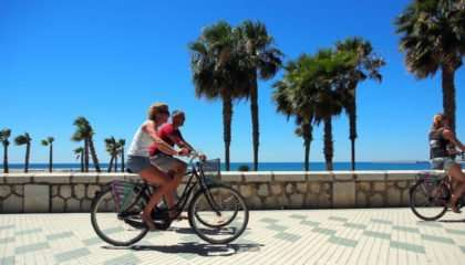 cycling-in-the-beach-promenade-malaga